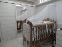 Berço Nantes Mel com Capitonê + cama + cortina