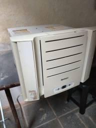 Ar condicionado de janela Springer 7.500 Btus, 110v, c/ controle remoto.