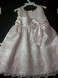 Vendo vestidos de de criança de 9 meses a 1 ano