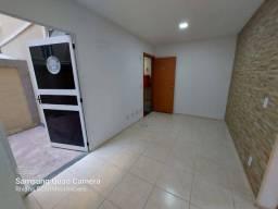 Locação apto. térreo com 2 áreas privativas no condomínio Sol da Guanabara