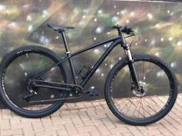 Título do anúncio: Bicicleta Rockhopper Pro semi-nova