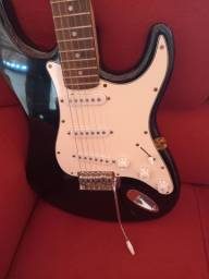 Vende se uma guitarra profissional