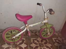 Título do anúncio: Vendo uma bicicleta infantil de crianca semi nova
