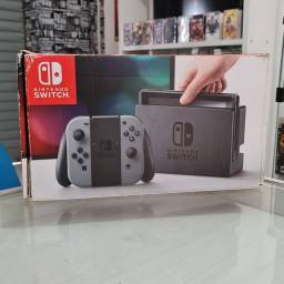 Título do anúncio: Nintendo Switch Grey 32GB + 2 Jogos Digitais & 12 Meses de Garantia ( Loja física )