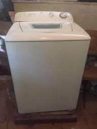 Máquina de lavar roupas Eletrolux em ótimo estado