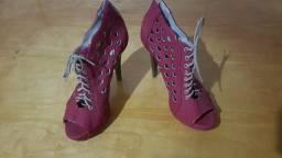 Título do anúncio: Vendo sapato vermelho com cadarço