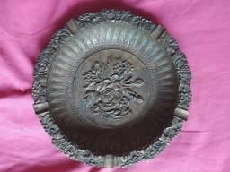 lindo cinzeiro de bronze 20 cm x 20 cm