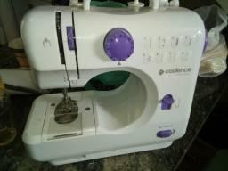 Máquina de Costura Cadence