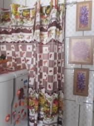 Conjunto de cortina com capa pra cadeira e trilho para mesa