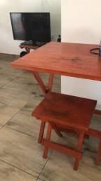 Mesa com 4 banquetas