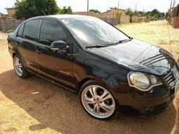 Vendo Polo Sedan 10/11 com 10 parcelas pra o novo dono assumir - 2011