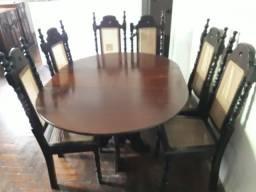 Mesa em madeira de imbuia, 6 cadeiras de palhinha, muito conservada
