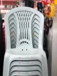 Título do anúncio: Chegou Cadeira no atacado nova de plástica pra restaurante
