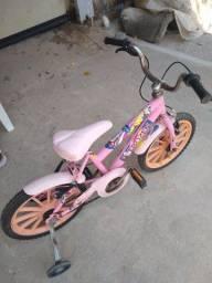 Bicicleta semi nova para criança feminina