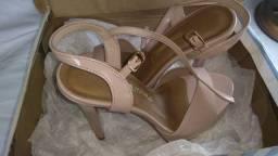 Três sapato por um só preco $ 100,00 são Gonçalo
