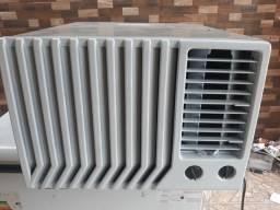 Vendo ar condicionado springer 10.000btus gelando perfeitamente facilito entrega