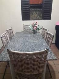Vende-se jogo de mesa com 6 cadeiras