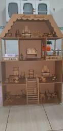 Casa de bonecas de madeira. Novíssima. pouco usada