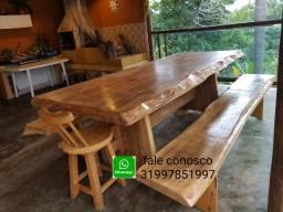 .Mesa de madeira rústica maciça