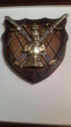 Brasão Escudo Medieval Em Bronze e Madeira