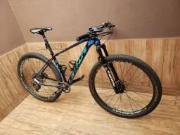 Bike First Athymus! 6 Meses! Aceito troca em Bike de Carbono!