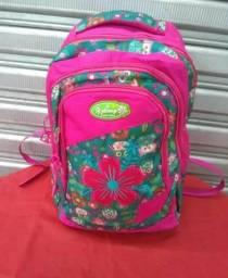 Vendo bolsas e mochilas , todas de excelente qualidade, forradas , bem reforçadas