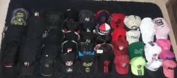 Bonés e chapéu variados
