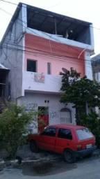 Casa de dois andares (a de baixo em construção)