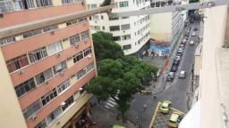 Lindo apartamento de dois quartos e dependência no Bairro de Fátima Rj