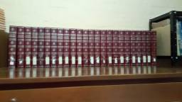 Enciclopédia britanic, Larousse. E revistas geograpic,  em ótimo  estado.