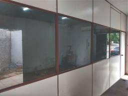 Divisória com Vidro e porta 6 metros