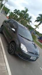 Fiesta 1.0 motor zetec, carro em dias!