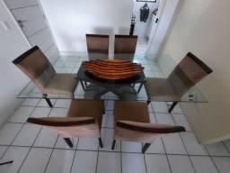 Mesa com tampo de vidro 6 lugares. Motivo mudança.