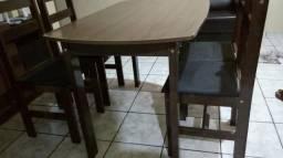 Vendo Mesa com 04 cadeiras R$180