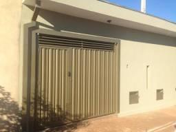 Alugo casa com dois quartos em Jardinópolis - Próximo ao centro esportivo