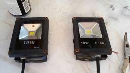 Dois refletores por 60 reais