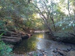 Terreno beira rio com paredão de pedra