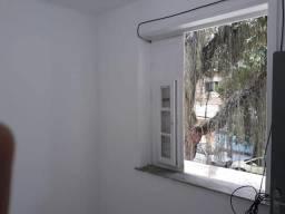 Alugo 1 quarto com banheiro (suíte)