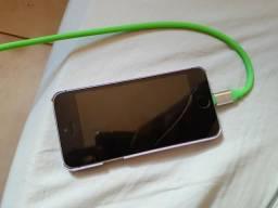 Vendo ou troco, iphone 5s 16 gb tem esse trincado ai mais funciona tudo biometria ok