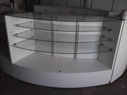 Quiosque oval branco