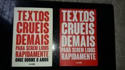 Dois livros com pouco tempo de uso