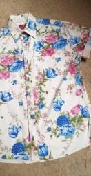 Camiseta floral semi nova para reveillon