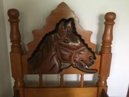 Título do anúncio: Vendo linda cama de solteiro de madeira