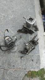 Motor semi completo ( falta cilindro e pistão )