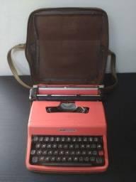 Máquina de escrever Olivetti Lettera 32