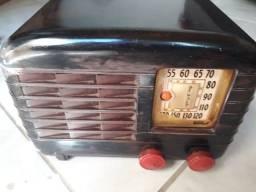 2 rádios antigos precisando de reparos