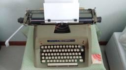 Máquina de escrever Sperry Remington 100 funcionando
