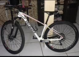 Vende se bicicleta MTB carbono
