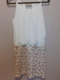 Vestido curto fino, com renda e paetê