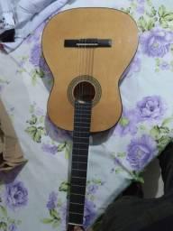 Vendo violão madrid,130,00 Pra vender rápido